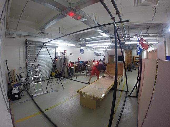 Autre vue de la plateforme en relation avec lesystème optoélectronique de capture 3D de mouvement VICON DCIM100GOPRO