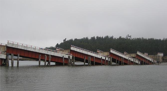 Effondrement d'un pont par perte d'appui du tablier suivant une secousse sismique