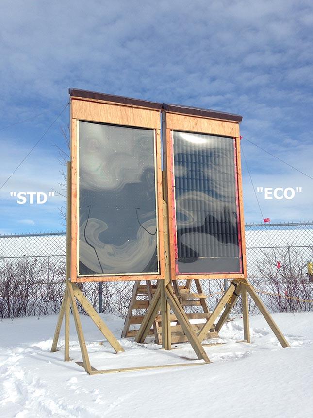 Deux types de capteurs solaires utilisés dans des serres