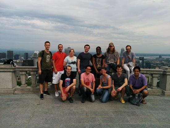 Les participants internationaux et leurs parrains de l'ÉTS lors d'une visite de Montréal