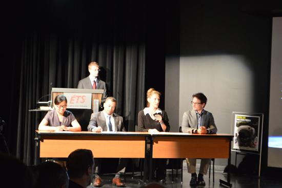 Une simulation d'un «panel» d'experts répondant aux questions posées par des délégués internationaux lors de la présentation du projet d'équipe Amoos. Source [Img3]