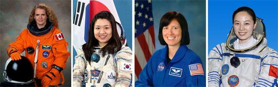 Le premier «panel» d'astronautes féminins composé de Julie Payette, Astronaute à la retraite de l'ASC et Chef de l'exploitation du Centre des sciences de Montréal, Soyeon Yi, astronaute du Programme des astronautes coréen et premier sud-coréen dans l'espace, Shannon Walker, astronaute de la NASA et Wang Yaping, astronaute du «China National Space Administration» et capitaine de l'Armée de libération de la Force aérienne du Peuple Source [Img1]