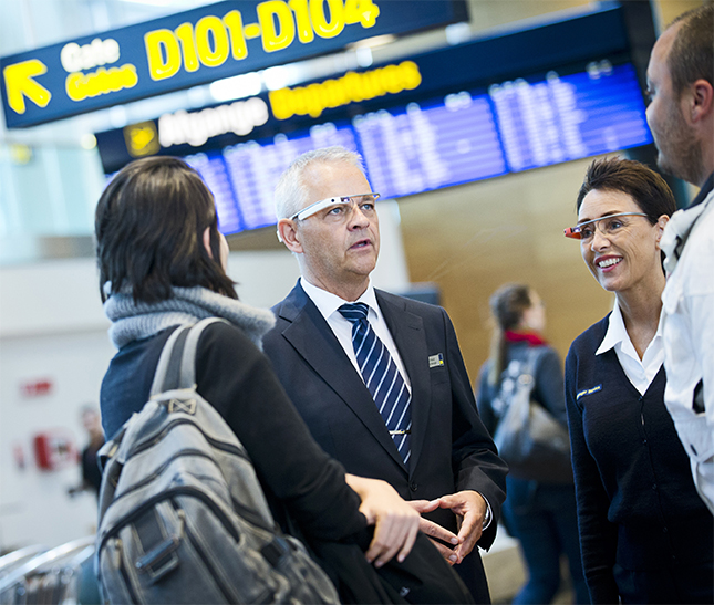 Mise à l'essai ddes Google Glass à l'aéroport de Copenhague au Danemark. Source [Img]