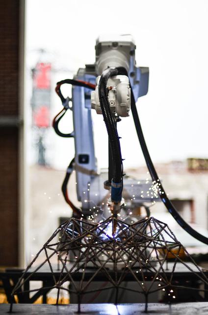 robot mx3d en action