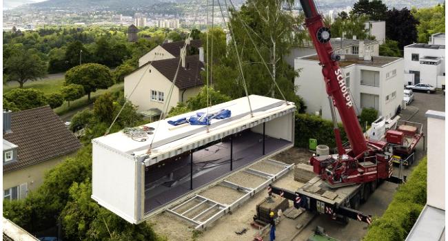 La fabrication d'une maison sans CO2 qui n'utilise par d'énergie extérieure, ne génère pas de gaz à effet de serre et ne produit pas de déchets