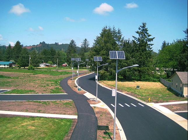 Figure9. Éclairages urbains à énergie solaire dans les rues d'une communauté en Oregon.