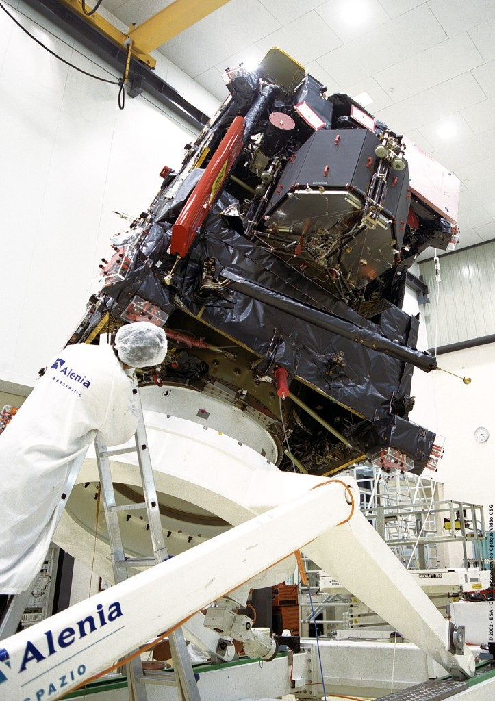Picture 2: CNES - Integration of Rosetta and Philae lander to the Guiana Space Center before launch by Ariane 5