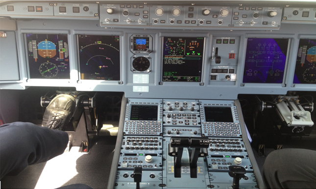 Commercial aircraft cockpit including dual FMS. [Img2]
