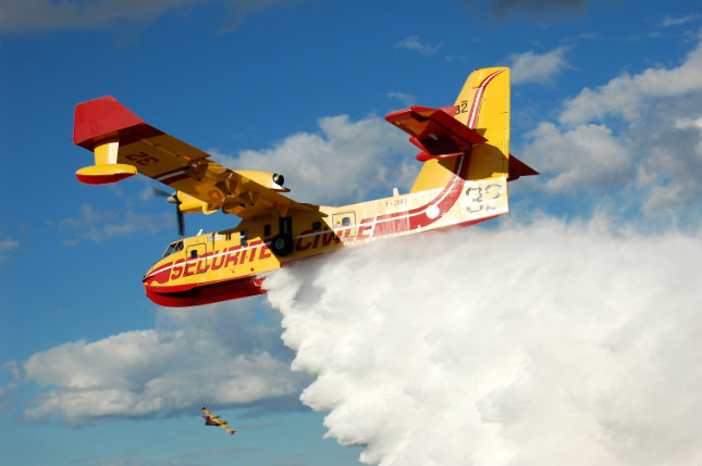 Bombardier 415 Superscooper making a water drop over fire in 2006.