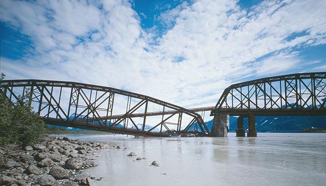 L'objectif de cette étude vise à étudier la vulnérabilité sismique des ponts du Québec associée à la perte d'appui du tablier.