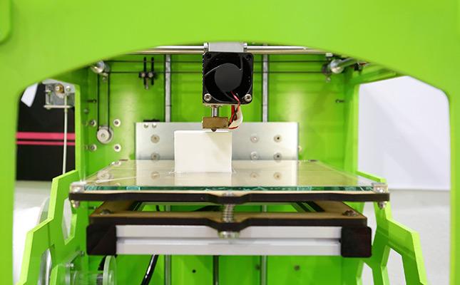 Photo d'imprimante 3D pour illustrer un article sur l'histoire de l'ÉchoFab