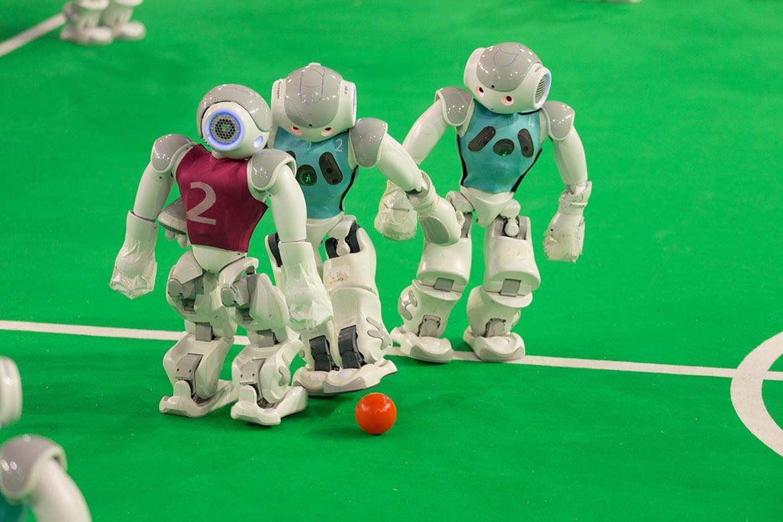 Des robots Nao sont programmé en langage C++ pour une optimisation en temps réél