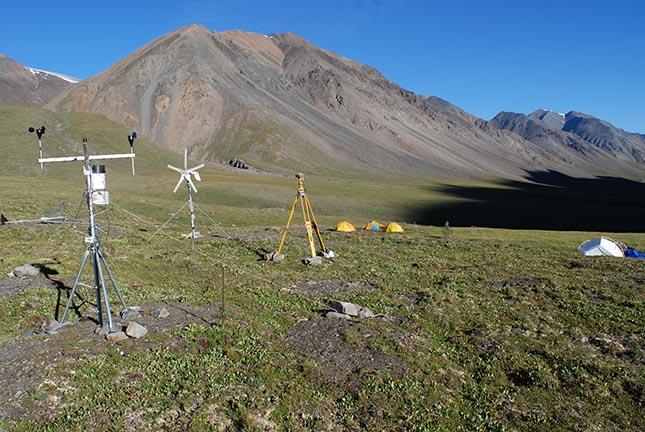 Plusieurs appareils ont été installés pour évaluer la quantité de glace enterrée