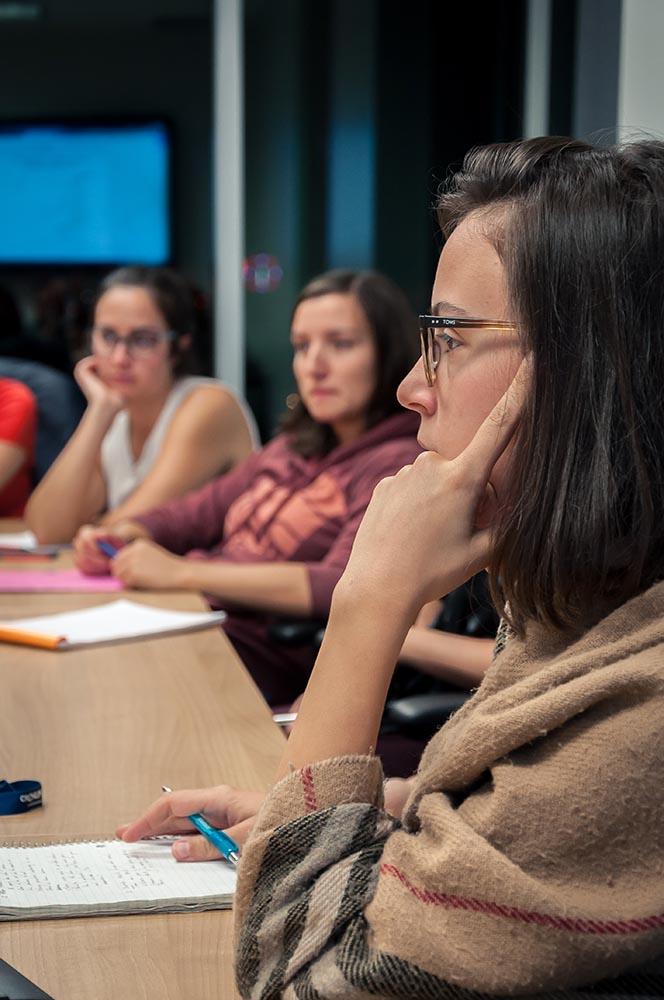 Les membres du CAÉCÉTS travaillant à la mise sur pied du congrès de recherche des étudiants de l'ÉTS