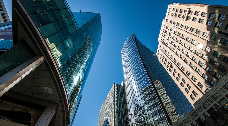 L'enveloppe d'un bâtiment sert à isoler le bâtiment, empêcher l'infiltration d'eau et la condensation