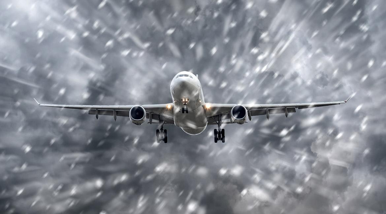 Avion en vol lors d'une tempête de neige