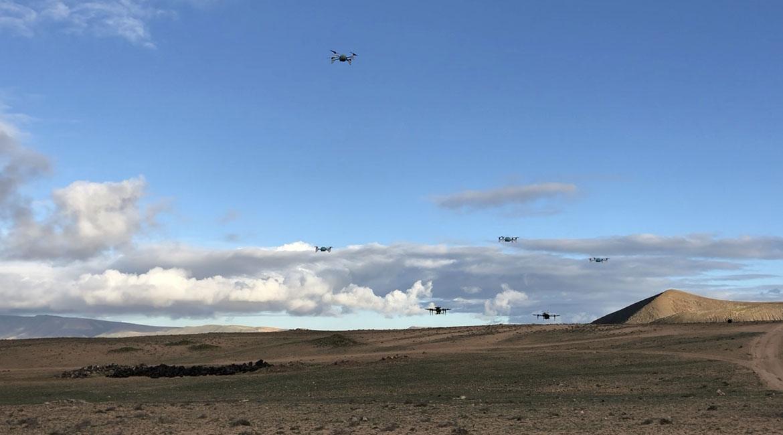 Un essaim de drones en mission d'exploration
