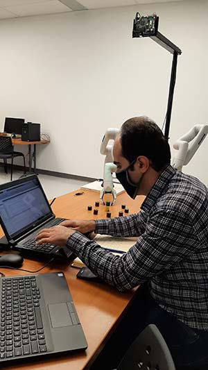 The ÉTS INIT Robots Laboratory