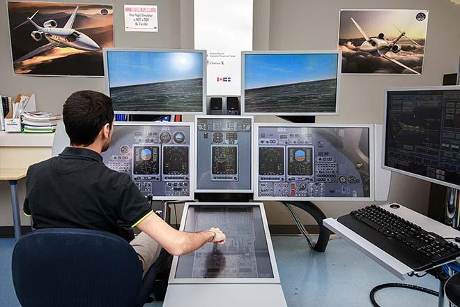 ÉTS student piloting a flight simulator