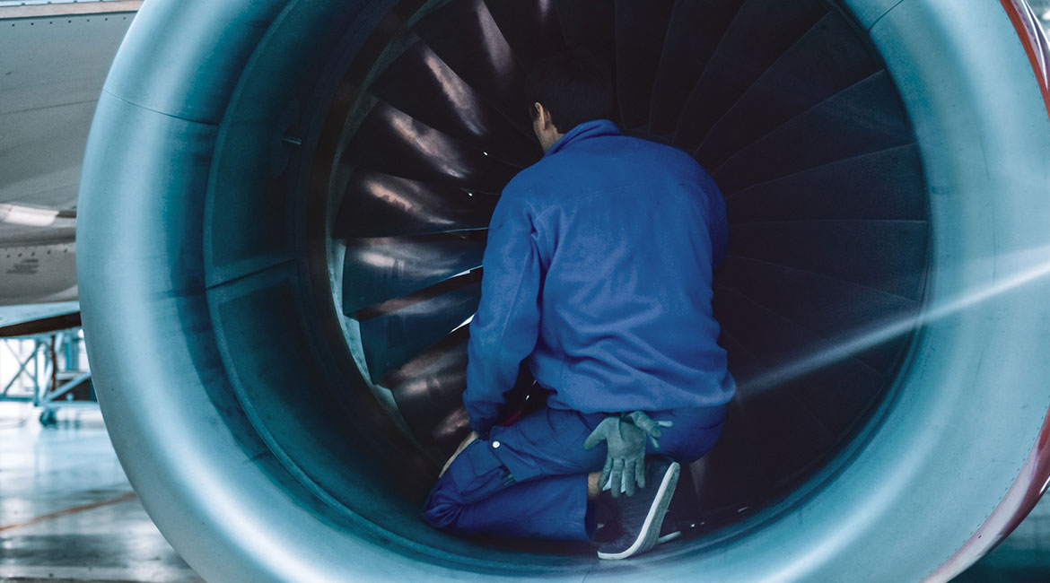 Inspection of an aircraft engine