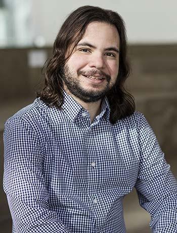 Rafael Menelau-Crux, professeur au Département de génie logiciel et des technologies de l'information à l'École de technologie supérieure