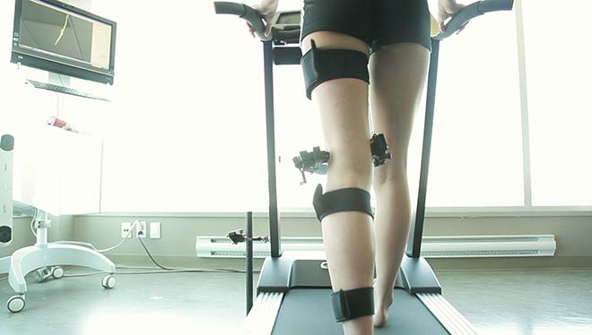 Woman undergoing a dynamic knee evaluation